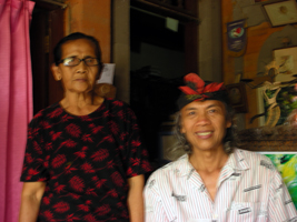 バグースさんとお母さん。20年ぶりの再会に緊張してぴんぼけ!