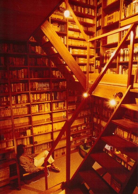 北海道音更町の書庫「任梟盧」。『太陽』1981年11月号より。撮影:鈴木龍一郎